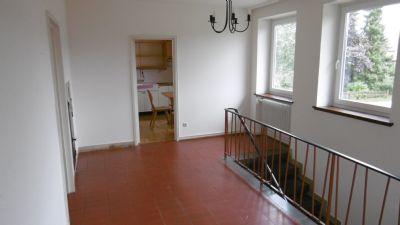 Flur Treppenaufgang zur Hauptwohnung