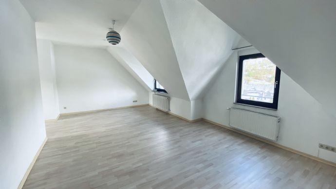 Schöne helle DG-Wohnung mit Einbauküche in Essen-Werden zu vermieten