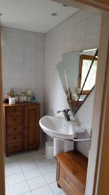 1. Bad mit Dusche Wohnung 1