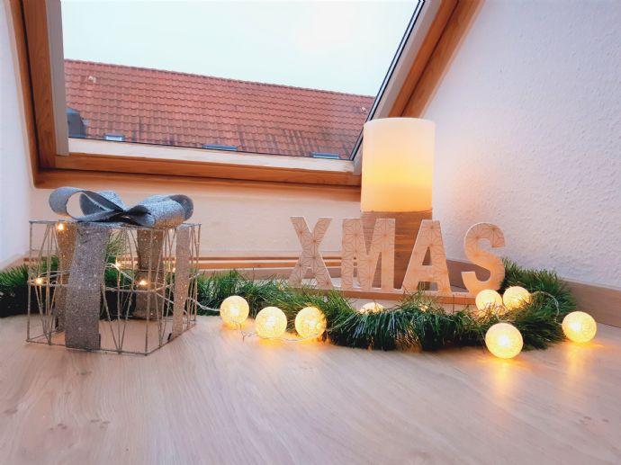 Dachgeschosswohnung mit neuer EBK, Balkon und Stellplatzmöglichkeit