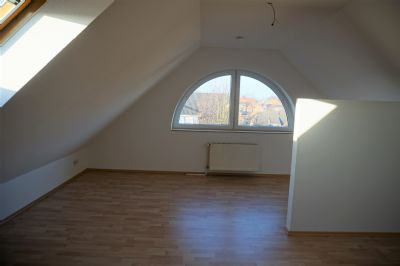 3,5-Zi.-Whg., neu renoviert, Balkon und EBK in Syke!