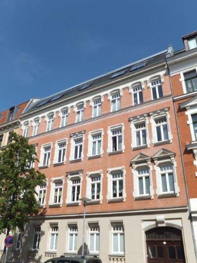 Attraktive, helle und zentral gelegene 4-Zimmer WOHNUNG mit Balkon in Gohlis
