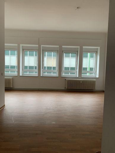 Schöne 3-ZKB Wohnung in der Fußgängerzone