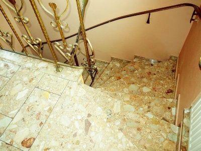 7 Treppenaufgang 1 OG Haupthaus 003