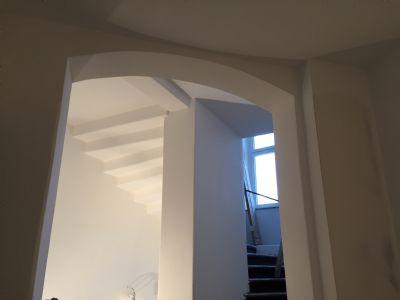 Helles großzügiges Treppenhaus