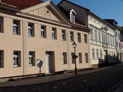 Ferienwohnungen in 99734 Nordhausen in FH Nähe und Theater sowie in der Altstadt Privatgrundstück am See mit Boot zum baden tauchen angeln nutzbar