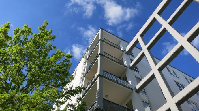 Modernes, offenes Wohnen (teilmöbliert) mit Südbalkon und TG - Stellplatz in gepflegter Wohnanlage mit Fernblick über die Stadt!