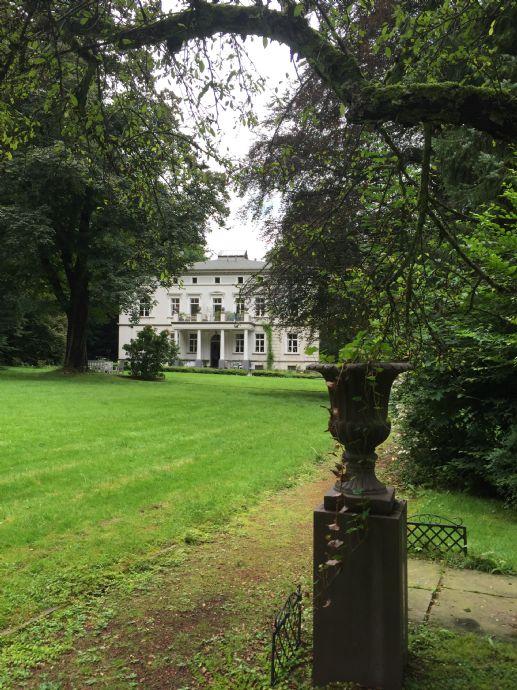 Provisionsfreie, herrschaftliche 3,5 Zi-Altbauwohnung 117 QM in Park-Villa am Wupper Ufer