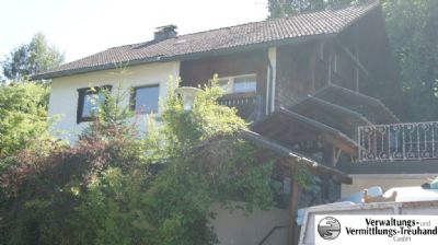 Haus mit überdachtem Treppenaufgang