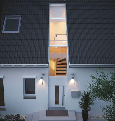 Verglastes Entree und Luftraum bis ins Dach