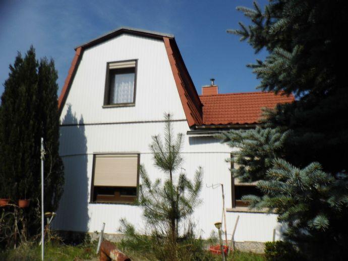 Einfamilienhaus mit großem 2.794 m² Grundstück