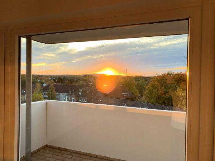 Helle, umfassend renovierte Wohnung mit Balkon zu vermieten