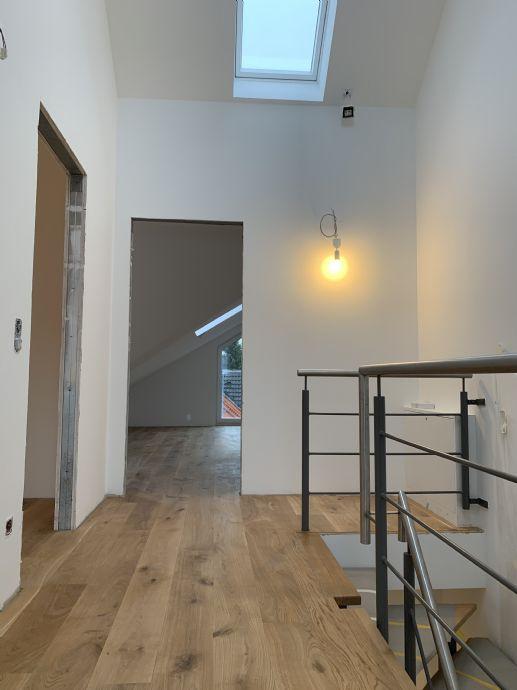 NEUBAU/Erstbezug - Exclusive 4-Zimmer auf 2 Ebenen, Balkon, Küche, Stellplatz, Fahrstuhl