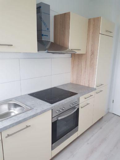 TOP renovierte XL Wohnung für Familien mit eigenen Gartenanteil !!