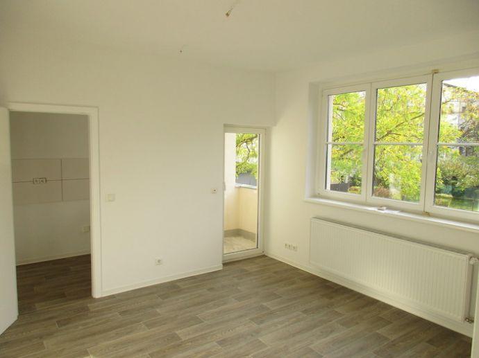 Frisch renoviert und mit neuem Fußbodenbelag!