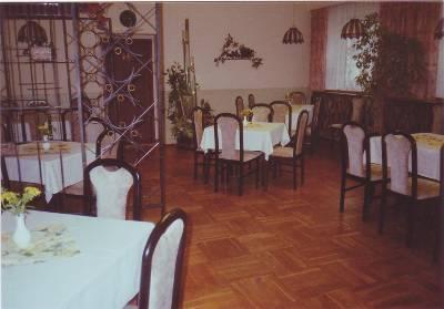 Renommierte, gut gehendeTraditionsgaststätte mit 4 Pensionszimmern und 2 Wohnungen in zentraler Ortslage im oberen Erzgebirge