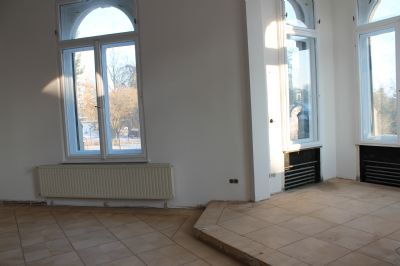 EG: Erkerzimmer mit Mosaikparkett