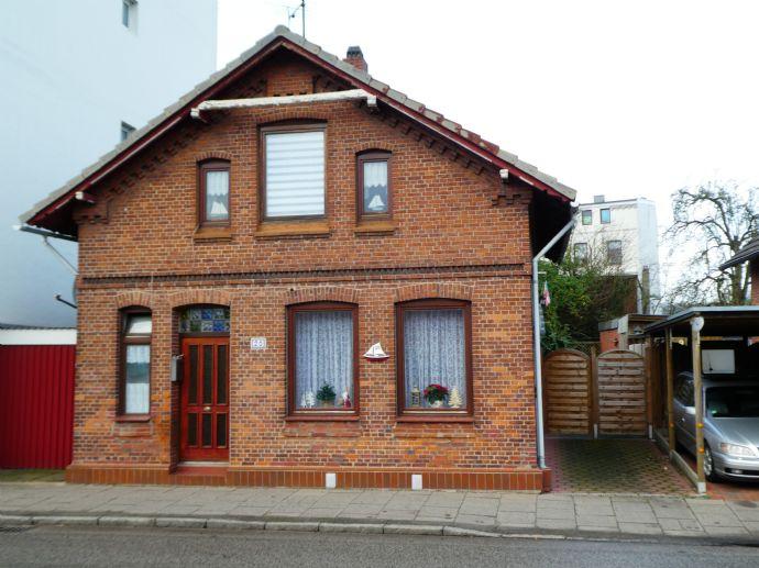 # # Gemütliches Kapitänshaus mit Garten in zentraler Lage von Glückstadt # #