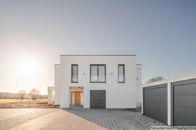 Luxuriöser Neubau mit vier Garagen und Außenpool in Fleringen
