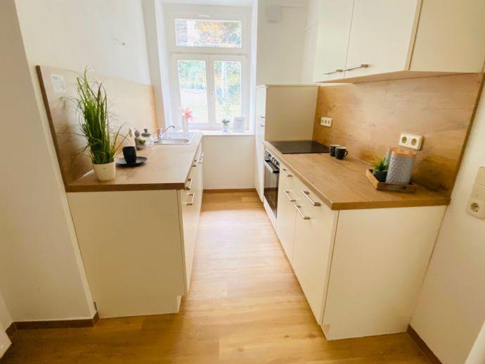 Wir sanieren für Sie! Top 3-Raumwohnung im Souterrain mit schicker Einbauküche und eigenem Gartenanteil in bester Lage!