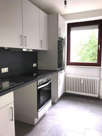 Frisch renovierte 2 Zimmer Wohnung mit moderner Einbauküche und Balkon/Besichtigung 29.06 um 15.00 Uhr