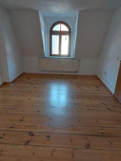 Wunderschöne Dachgeschoss Wohnung mit Einbauküche und sichtbaren Dachbalken