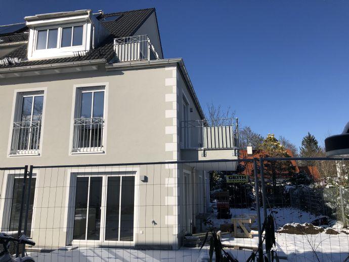 Obermenzing: Besonders ruhige 3-Zimmerwohnung mit Dachterrasse und Balkon