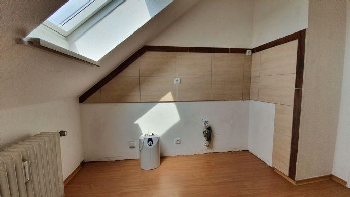1-Zimmer Appartement mit separater Küche sowie Bad mit Dusche/Fenster