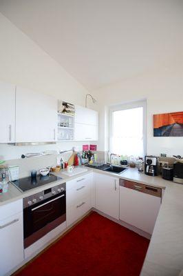 traumhafte penthousewohnung mit blick ber die d cher. Black Bedroom Furniture Sets. Home Design Ideas