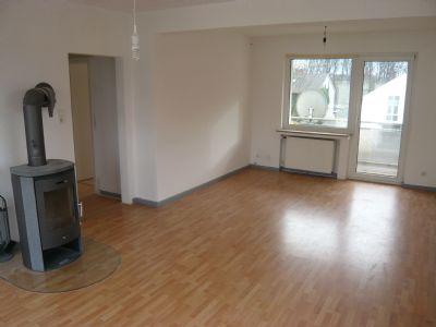 Sehr schöne 3 Zimmer-Wohnung (ca. 73 m²) mit Balkon und Pkw-Stellplatz zu vermieten