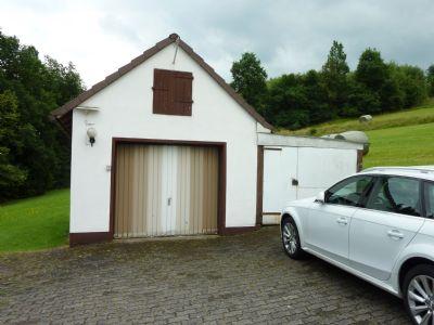 Garage mit Verschlag