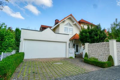Provisionsfrei - Exklusives Einfamilienhaus mit großem Garten in bester Lage von Rodgau-Jügesheim
