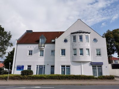 2-Zimmer-Erdgeschosswohnung oder Büro/Praxis mit sep. Eingang!