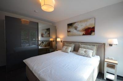 2  Schlafzimmer Nr. 1 mit großem Schiebetürenschra