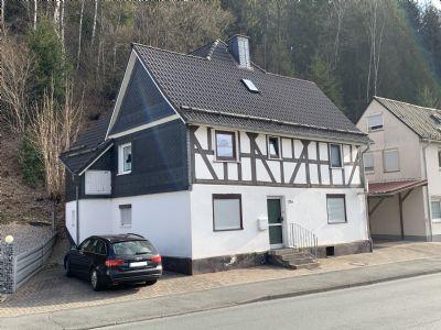 Kleine Immobilie mit zusätzlichem Baugrundstück in Bad Laasphe-Volkholz
