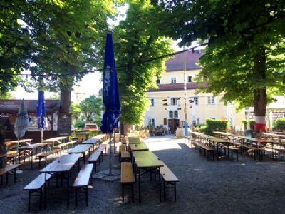 Großer original bayerischer Bilderbuchbiergarten