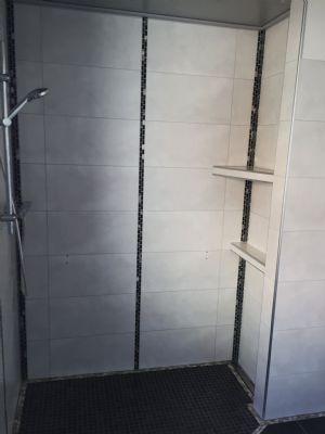 Blick ins Badezimmer 1