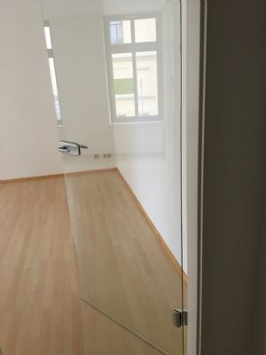 die Türe zum Wohnzimmer