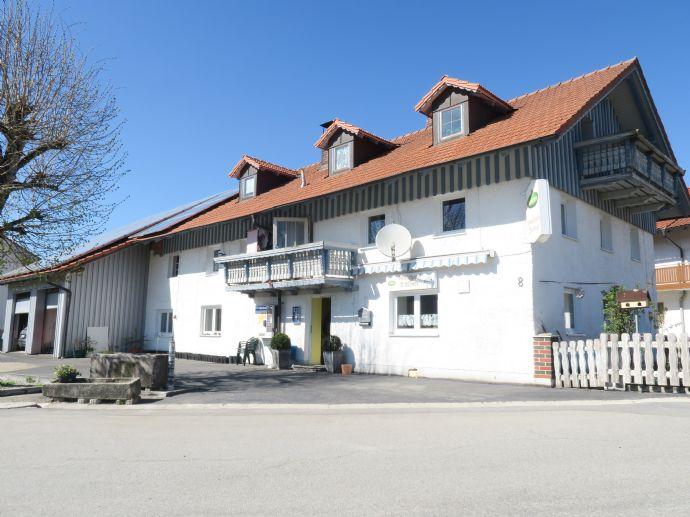 Großes Wohnhaus m. Nebenräume + Scheune in herrl. Höhenlage b. DEG + ca. 50.000 m2 Grund od. weniger kann miterworben werden!
