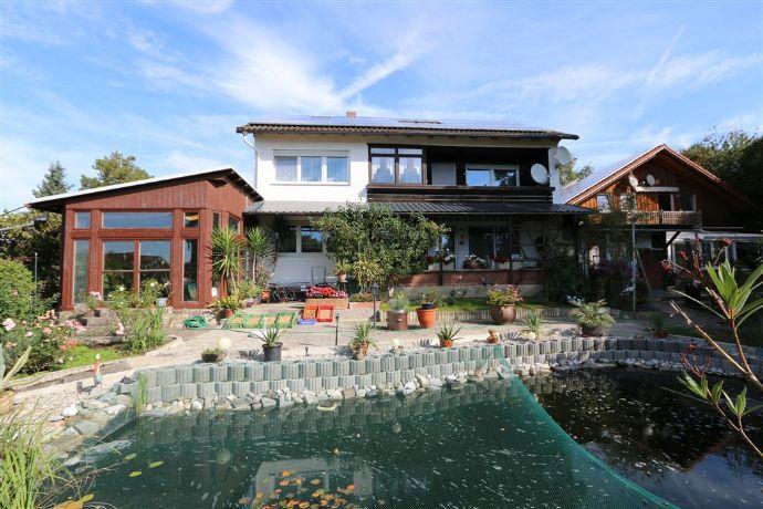 Großes EFH mit Nebengebäude inkl. 2 Wohnungen, 17 kWp PV-Anlage und herrlichem Garten samt Teich