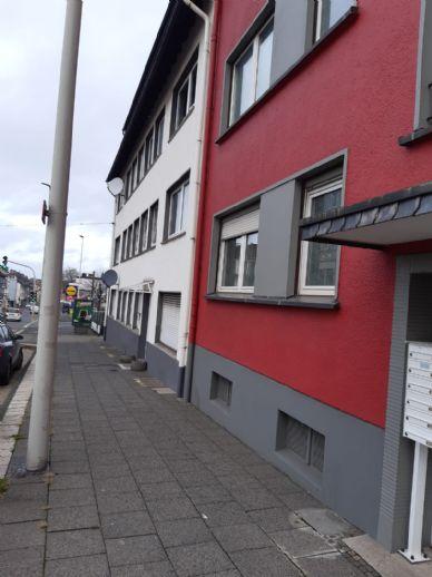 Frisch renovierte und möblierte 1-Zimmer-Wohnung mit Einbauküche in Solingen
