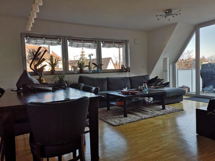 Exklusive, neuwertige 3-Zimmer-Maisonette-Wohnung mit Balkon und Einbauküche in Markgröningen