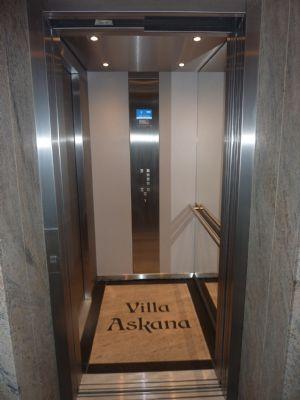 hochwertiges und vollsaniertes Penthouse mit separaten Fahrstuhlzugang, Gaskamin und Balkon als Erstbezug