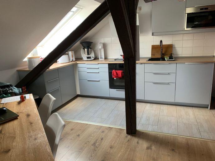 Schmucke 4,5-Zi-Dachwohnung (110 m2) mit Küche und Balkon