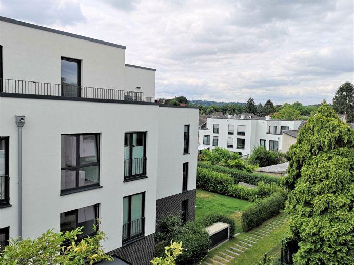 Hier wohnen Sie direkt am Rhein Luxuriöse 2 Zimmerwohnung mit Einbauküche und Balkon.