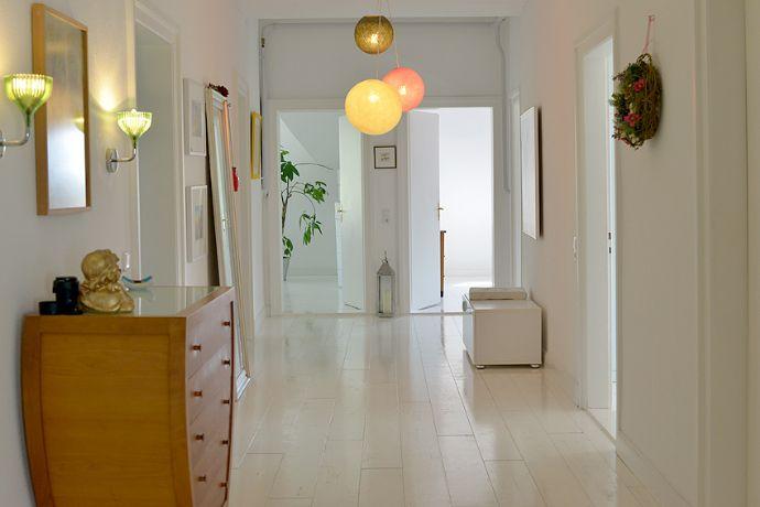 Traumhafte Wohnung in Villa mit ICE-Anschluß - ruhige Lage, neue Einbauküche