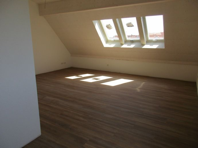 Erstbezug Schöne 3-Zimmer-Dachgeschoßwohnung zu vermieten