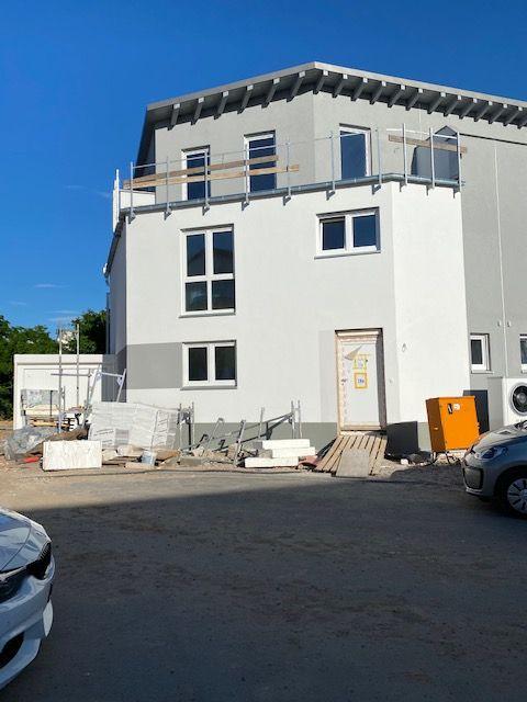 Große DHH mit Garten und Dachterrasse in ruhigem Neubaugebiet (Erstbezug)