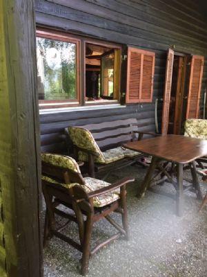 Großes Grundstück mit Holzblockhaus zum Verweilen und Entspannen