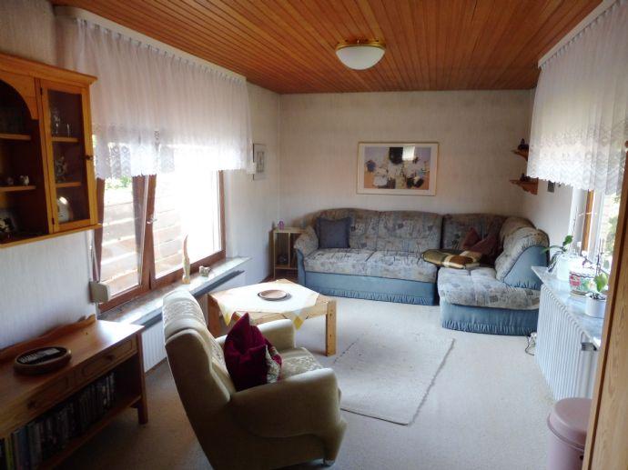 Schönes Siedlungshaus mit Garage und großem Garten + viel Platz und Gestaltungspotential